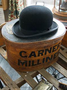 949db698fb4 Vintage bowler hat - black felt derby hat and hat box. Vintage Hat Boxes