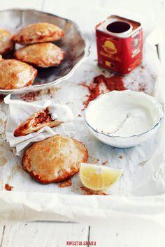 Empanadas z farszem mięsno-fasolowym i kiełbaską chorizo