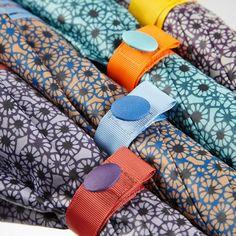 Paraguas Ezpeleta —#10781 Paraguas largo de mujer. 60/8 Ultrafino manual con varilas de fibra de vidrio. Estampado flor pequeña. Tejido poliéster. Surtido de 4 colores. Colección 2016. #umbrella #fashion #trend  #japanese #japaneseflower #flowerprint