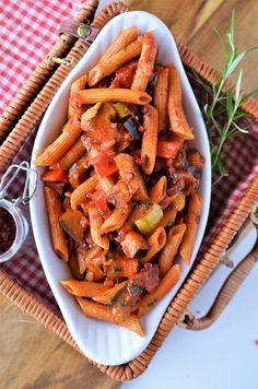 Paste cu legume ratatouille - Retete culinare By Teo's Kitchen Caesar Pasta Salads, Caesar Salad, I Want To Eat, Ratatouille, Carrots, Vegetarian Recipes, Pizza, Menu, Favorite Recipes