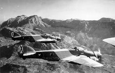 "Medium bomber Savoy Marchetti SM 79 Sparviero "".-The hunchback Fucking the Regia Aeronautica during World War II"