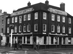 Dun Cow, 279 Old Kent Road, Southwark St George Martyr, London London Pubs, Old London, London City, Bermondsey London, London History, Local History, Elephant And Castle, London Metropolitan, Old Pub