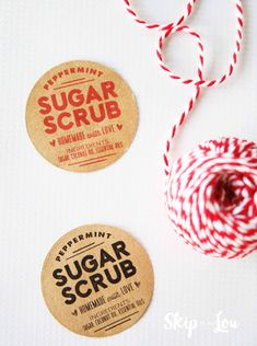 Homemade peppermint sugar scrub recipe and gift idea! Made with just 3 ingredients, this scrub is perfect for friends, family, and those that love to be pampered. Free printable label included with recipe. Sugar Scrub For Face, Sugar Scrub Homemade, Sugar Scrub Recipe, Mason Jar Crafts, Mason Jar Diy, Printable Labels, Free Printable, Christmas Gift Labels Printable, Printables