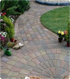 Outdoor Projects, Garden Projects, Outdoor Decor, Patio Blocks, Circular Patio, Paving Design, Paved Patio, Block Paving, Pathways
