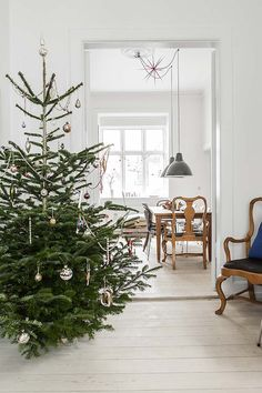 A Danish cottage. This is the lovely home of Marie Worsaae, co-owner of the Danish knitwear line Aiayu. - Photography: Peter Kragballe for Kinfolk Magazine Christmas Time Is Here, Cozy Christmas, Scandinavian Christmas, Danish Christmas, Kinfolk Magazine, Minimal Christmas, Christmas Interiors, Christmas Decorations, Holiday Decor