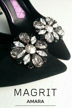 AMARA - Soft black suede, guarantee elgancia games with characteristic light, a refined line pattern, line lighten up and shovel that is adorned with a medallion of glass stones, avocado and the new vintage crystal effect . http://bitly.com/amara-magrit  --- #SWAROVSKI #Magrit AMARA - Soft black suede, guarantee elgancia Games with characteristic light, a refined line pattern, line lighten up and shovel That is adorned with a medallion of glass stones, avocado and the new vintage crystal…