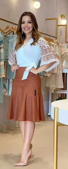 African Wear, African Fashion, Modest Fashion, Fashion Dresses, Trendy Tops For Women, Church Outfits, Blouse Patterns, Elegant Outfit, Skirt Outfits