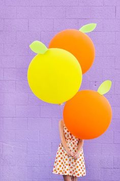 diy giant citrus balloons - I want a giant citrus balloon Ballons Brilliantes, Glitter Ballons, Glitter Gel, Party Decoration, Balloon Decorations, Balloon Garland, Diy Originales, Deco Fruit, Orange Balloons