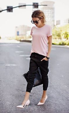 Office Wear, Work wear Dresses, Corporate attire for women casual office outfits - Casual Outfit Casual Chic Outfits, Cute Outfits, Black Joggers Outfit, Jogger Outfit, Corporate Attire Women, Style Désinvolte Chic, Office Wear, Casual Office, Office Outfits
