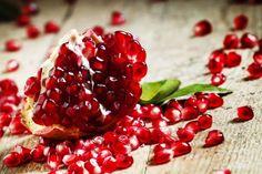 Ako pestovať granátové jablko? | Záhrada.sk Pomegranate Benefits, Female Infertility, Raspberry, Health Benefits, Fish, Nutrition, Treats, Restoration, Muscle