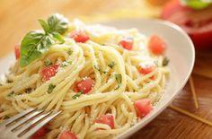 Pasta with fresh tomatos and chili