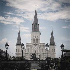 New Orleans on my mind... #darkbirdtour2016 #howlinwolfneworleans #darkbirdband #pennyloaferpr #jacksonsquare #neworleans #frenchquarter #endoftour #bandontherun #louisiana #cafedumonde by rob.pascolo