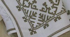 Le tovaglie e le tovagliette ricamate con questo tipo di punto solitamente sono rifinite con un orlo stretto, al massimo di qualche centimet... Medici, Caterina, Napkins, Dinner Napkins