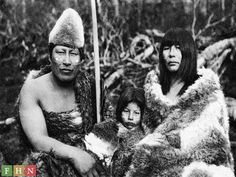 The extinct Indian tribe of the Southern Argentinian archipelago (Tierra del Fuego) Ecuador, Patagonia, Australian Aboriginals, Melbourne Museum, Indigenous Tribes, Religion, Indian Tribes, Anthropologie, Peru