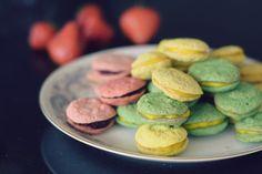 Jeg presenterer her min nye oppskrift på LAKRONER! Ja, du leste riktig! Dette er altså lavkarbo makroner! Er det ikke fantastisk? Lchf, Cookies, Food, Crack Crackers, Biscuits, Cookie Recipes, Meals, Cake, Yemek