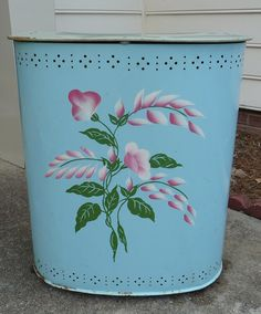 Items similar to Vintage Painted Metal Laundry Hamper with wood feet on Etsy Vintage Laundry, Vintage Sewing, Vintage Kitchen, Vintage Metal, Retro Vintage, Vintage Style, Quilted Clothes, Laundry Hamper, Hand Painted Furniture