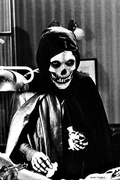 The Crimson Ghost was a pretty standard crime serial but the creepy ghost inspired punk band The Misfits who copied the image for their logo Classic Horror Movies, Horror Films, Arte Horror, Horror Art, Misfits Band, Science Fiction, Grunge, Emo, Famous Monsters