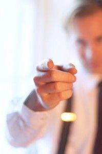 Claves para hablar de uno mismo y además ser convincente hablar de uno mismo Una entrevista de trabajo, una feria de empleo, o una fiesta donde nos presentan gente. Son ejemplos de situaciones donde seguramente habrá que hablar de uno mismo. Se trata de darse a conocer rápidamente y dejar al oyente satisfecho. Dicen los expertos que hemos de hacerlo en tan solo 30 segundos.
