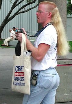 25 Sexiest People Of Walmart – Holytaco - Gotta ♥ Mullets! Darwin Awards, Cool Mullets, Que Horror, Karaoke, People Of Walmart, Funny People, My Sun And Stars, I Love To Laugh, Bad Hair Day