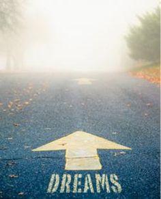 """"""" Se avanzi con fiducia nella direzione dei tuoi sogni, e tenti di vivere la vita che hai immaginato, incontrerai un successo inaspettato"""""""