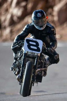 Guy Martin, Motorcycle Images, Motorcycle Racers, Suzuki Gsx, Isle Of Man, Cafe Racers, Man Crush, Carrera, Motorbikes