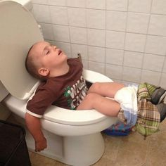 Literally, Children Can Sleep Anywhere! Funny Good Night Pictures, Good Night Photos Hd, Funny Pictures, Funny Wallpaper Pictures, Funny Wallpapers, Funny Pranks, Funny Memes, Hispanics Be Like, Dietas Detox