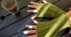 Mitten Gloves, Mittens, Afghan Scarf, Fingerless Mitts, Wrist Warmers, Crochet Clothes, Free Pattern, Knit Crochet, Former