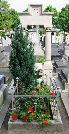 MAUPASSANT Guy de (1850-1893) - Montparnasse - 26ème division. Paris. Cimetières de France et d'ailleurs