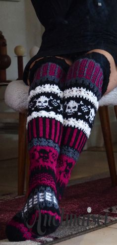 Fair Isle Knitting, Loom Knitting, Knitting Socks, Knitting Patterns, Crochet Patterns, Crochet Skull, Crochet Slippers, Cute Crochet, Knit Crochet
