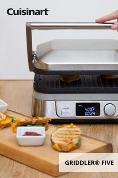 calls for warm, gooey sandwiches on our Griddler® FIVE. Get the perfect grill lines, or use the griddle plates for a classic finish. Kitchen Gadgets, Kitchen Appliances, Griddle Recipes, Perfect Grill, Panini Press, Indoor Grill, Griddles, Lunch Recipes, Grilling