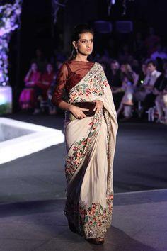 Manish Malhotra at Lakmé Fashion Week winter/festive 2016 Lakme Fashion Week, India Fashion, Ethnic Fashion, Asian Fashion, Women's Fashion, Manish Malhotra Saree, Lehenga Choli, Anarkali, Sabyasachi