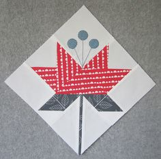 New Lily 10 lily Pieced stem points on the lily float you only have to watch the leaves Coastal Lily Quilt Pattern by Minick Simpson pretty Quilt Block Patterns, Pattern Blocks, Quilt Blocks, Patch Quilt, Quilting Projects, Sewing Projects, Blog Art, Quilt Modernen, Calla
