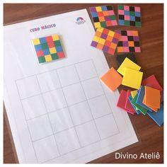 Nesse kit a criança deve realizar assossiacao e reproduzir o padrão de cores apresentado na peça principal. Acompanha 1 prancha, 5 padrões fixados por fecho de contato (velcro) e 32 peças em EVA coloridas.