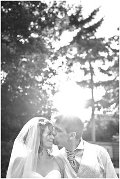 Love the natural sunlight shining down on the happy couple. Beautiful!