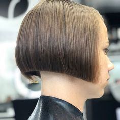 Cant get enough of bob ⚡️⚡️⚡️ А вам надоедает боб? Edgy Haircuts, Stacked Bob Hairstyles, Bun Hairstyles, Short Hair Undercut, Short Hair Cuts, Short Hair Styles, Shaved Bob, Shaved Nape, Hair Dye Colors