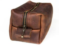 A classic and stylish traveling bag for men and woman. Carefully handcrafted and hand stitched using high quality oil-tanned leather and durable, waxed thread. Featuring a YKK brass zipper and leather tabs for easy opening, this functional bag is made to last. Add personalized