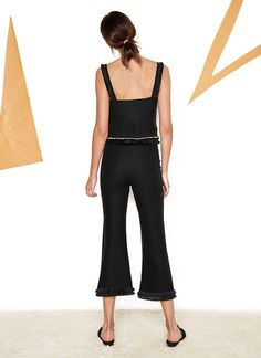 A culotte with a flattering bell shape at the bottom in a soft tencel   With double layer fringe around the bottom
