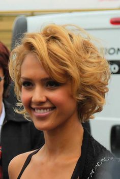Jessica Alba Short Curly Bob Hairstyles