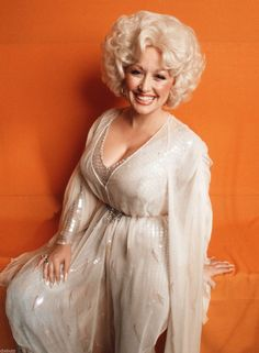 Picture of Dolly Parton Divas Pop, Dolly Parton Pictures, Star Wars, Southern Women, Attractive Girls, Elegant Wedding Dress, Hello Dolly, American Singers, Vintage Beauty