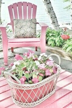 Love the basket.  You could really put anything in it with different colors.