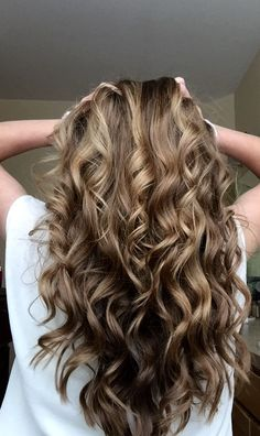 Curled Hair With A Wand Curled Hairstyles Wand Hairstyles Wavy 14 Beautiful Hairstyles For Long Hair Long Hair Styles Hair The Curled Hair Meme That Has Men Stu Wand Hairstyles, Curled Hairstyles, Textured Hairstyles, Beautiful Hairstyles, Long Wavy Hair, Curled Hair Prom, The Face, Natural Hair Styles, Long Hair Styles