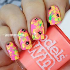 Hawaiian Flower nail design