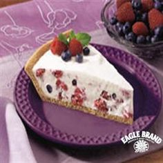 Frozen Mixed Berry Pie from Eagle Brand® Sweetened Condensed Milk Great Desserts, Frozen Desserts, Frozen Treats, Dessert Recipes, Pie Recipes, Dessert Ideas, Mixed Berry Pie, Mixed Berries, Eagle Brand Recipes