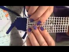 Bolso trapillo y rejilla. Pieza lateral. - YouTube Weaving Projects, Bargello, Hobbies And Crafts, Handmade Bags, Plastic Canvas, Creative Art, Stitch, Purses, Crochet
