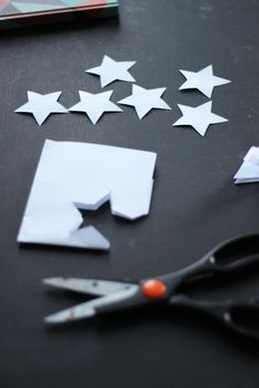 paper star - April and the Bear Star Garland, Paper Stars, Festival Decorations, Festive, Easy Diy, Projects To Try, Paper Crafts, Bear, Seasons