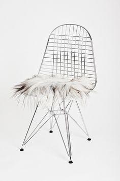 The Organic Sheep - seat pad. Size: 35x35cm Hairlength: 13cm Price: DKK 335,00