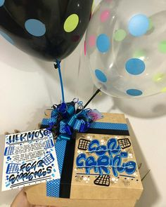 Hermosos y deliciosos desayunos, meriendas y anchetas sorpresa personalizadas! Personalizamos tus tarjetas, carteleras y afiches del… Popsicle Stick Art, Ideas Aniversario, Gift Wrapping Bows, Surprise Box, Birthday Box, Candy Bouquet, Pink Candy, Party Gifts, Boyfriend Gifts