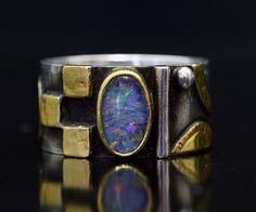 Linda Ladurner / Ring silver, gold, opal Anneau argent, or, opale