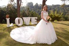 Tem vestido novo e incrível disponível lá na @santrixnoivas pra você.  Modelo princesa com cauda deslumbrante! AMEI AMEI.  Orçamento  WhatsApp: (11) 95137-1809 no e-mail: contato@santrixnoivas.com.br ou no instagram @santrixnoivas  #santrixnoivas #santrix #noivas #noiva #bride #vesidodenoiva #dress #dresses #casamento #wedding #ceub #guiaceub #casaréumbarato #marysbridal #vestidoslidos #vestido #noivalinda #inspiração #inspiration #instabride #instawedding #vestidosobmedida #sapatodenoiva…
