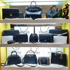 Black is classic, timeless, and elegant. Here is a collection of Black Hand Bags from different designer brands! Antigona Mini, Givenchy Antigona, Vanity Bag, Black Bags, Bowling Bags, Branding Design, Anna, Luxury, Corporate Design